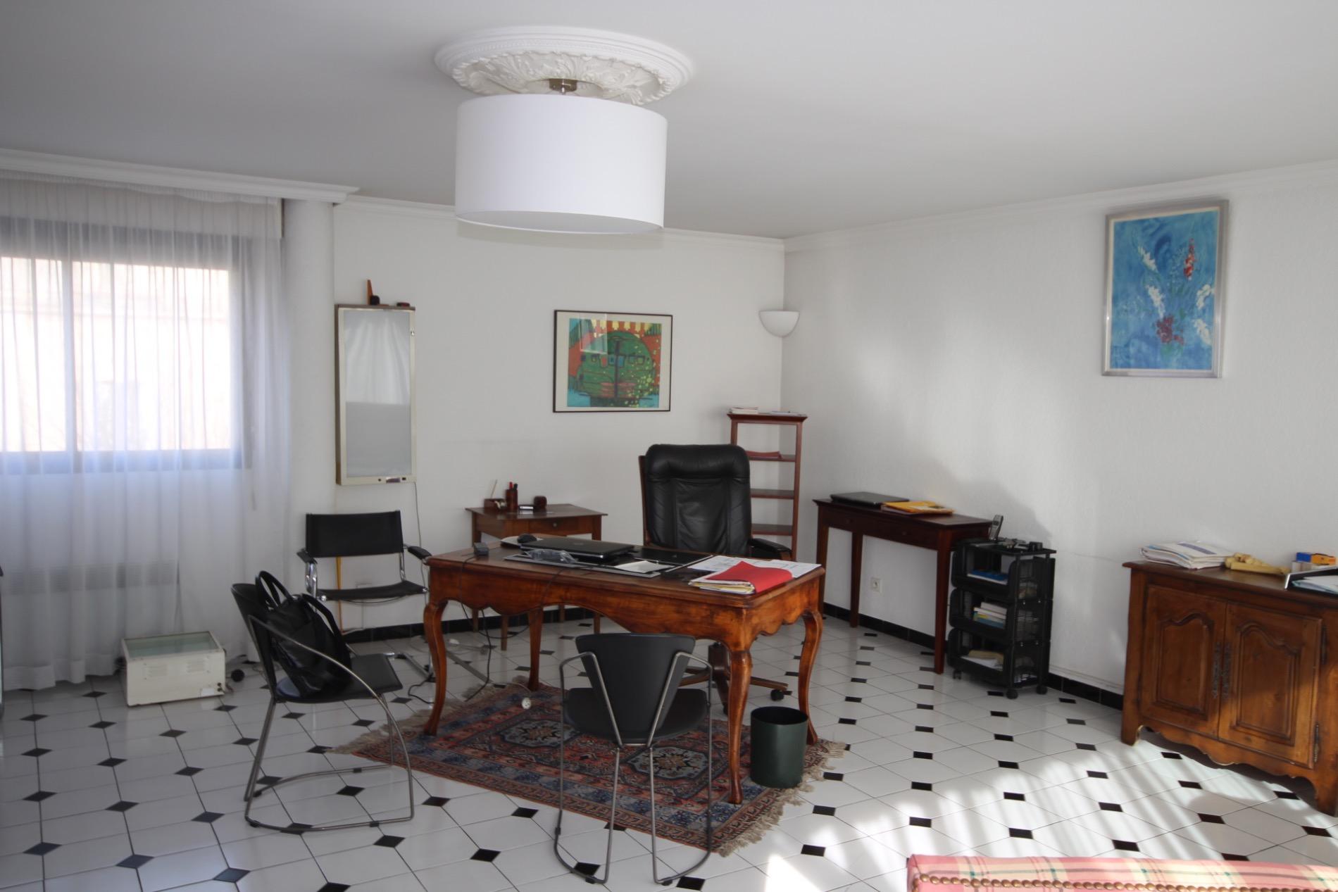 maison medicale trets maison medicale trets with maison medicale trets beautiful maison. Black Bedroom Furniture Sets. Home Design Ideas